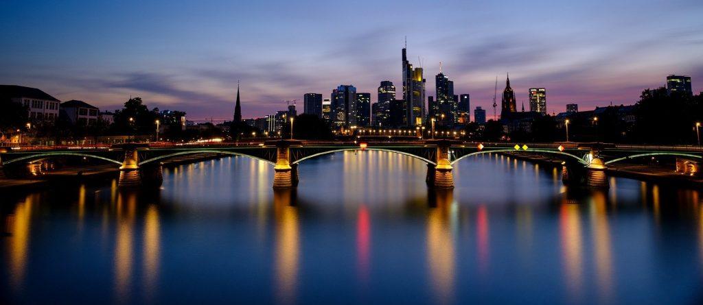 Frankfurt Brücke von Pixabay User:Bru-nO